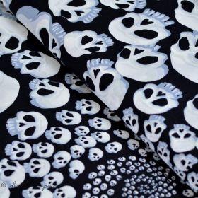 """Tissu coton motif tête de mort """"Skullfinity"""" - Noir et blanc - Henry Alexander ® Alexander HENRY Fabrics ® - 1"""