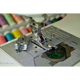 Pied de biche machine à coudre ourleur - picot métal pour PFAFF ® compatible IDT ® - 1