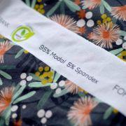 "Tissu jersey viscose motif fleur ""CARA MODAL"" - Gris et corail- Lillestoff ®"