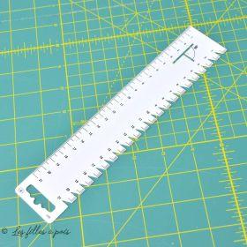 Réglette pour plis et ourlets en plastique