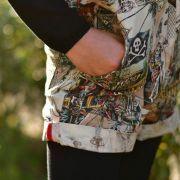 "Tissu coton motif tête de mort ""Skelewags"" pirates - Multicolore - Henry Alexander ® Alexander HENRY Fabrics ® - Tissus - 12"