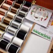 Coffret luxe blanc de fils à broder machine RAYON 1000m - 122 bobines - Madeira ® Madeira ® - Fils à broder et à coudre - 2