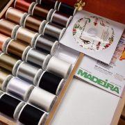 Coffret luxe blanc de fils à broder machine RAYON 200m - 194 bobines - Madeira ® Madeira ® - Fils à broder et à coudre - 6